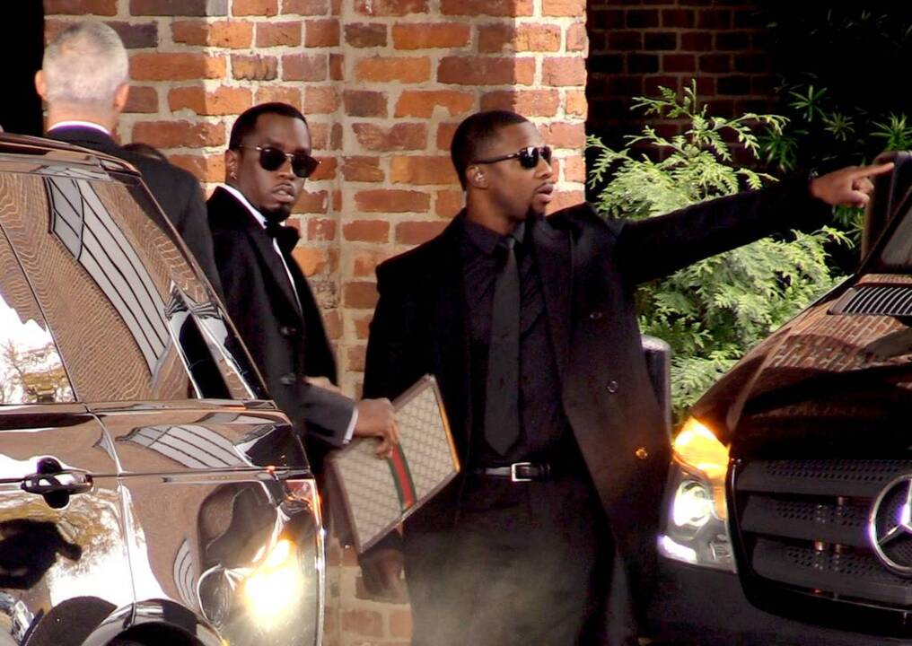 Diddy, children head to Columbus native Kim Porter's funeral