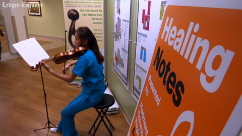 Student shares her violin-playing to help calm people at Columbus hospital