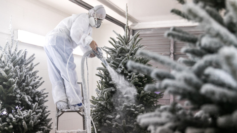 How Christmas trees are flocked