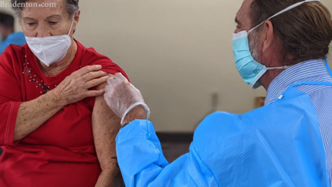 Bradenton retirement community residents get COVID-19 vaccine