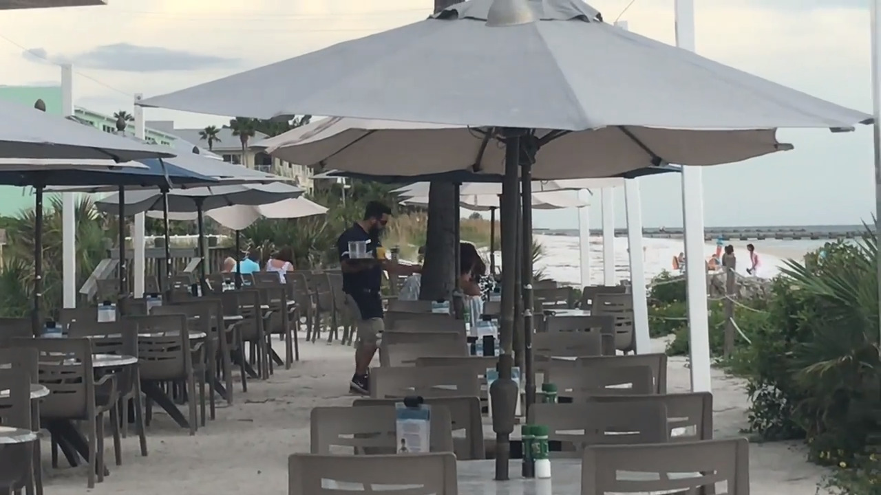 As red tide odor recedes, here's one way restaurant owners are trying to get back to business