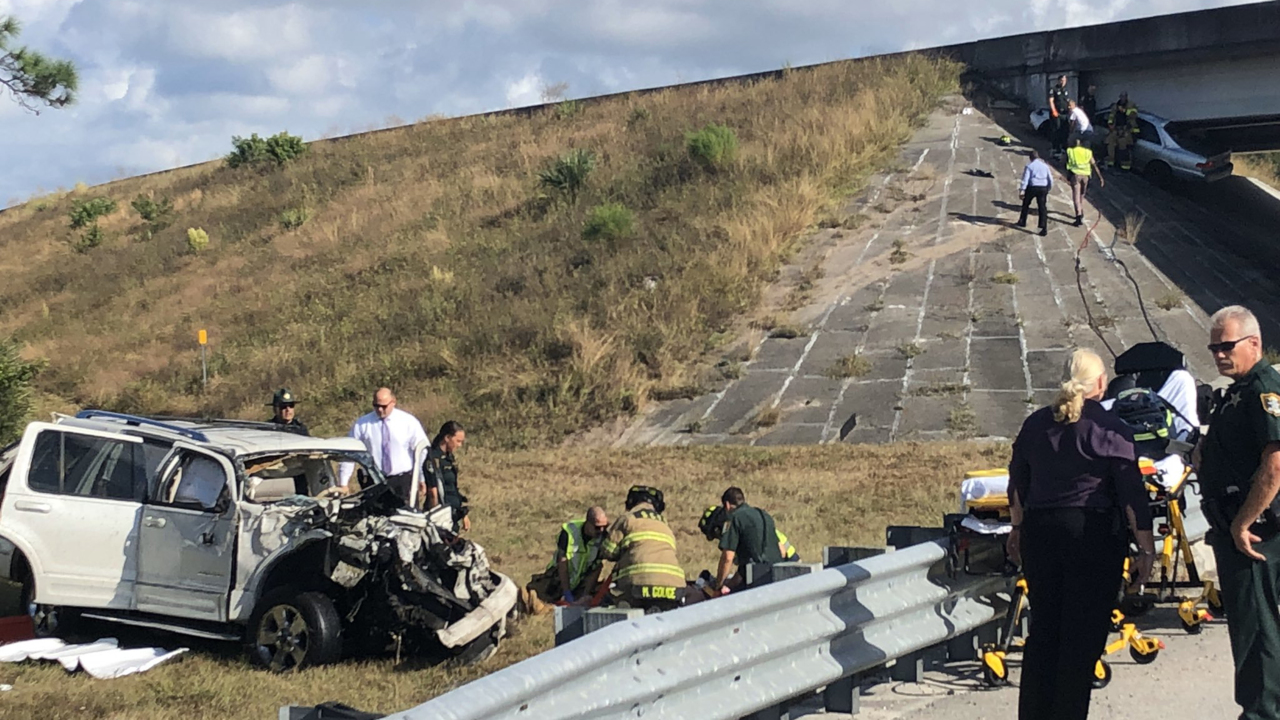 Crash with serious injuries shuts down I-75 in Sarasota County