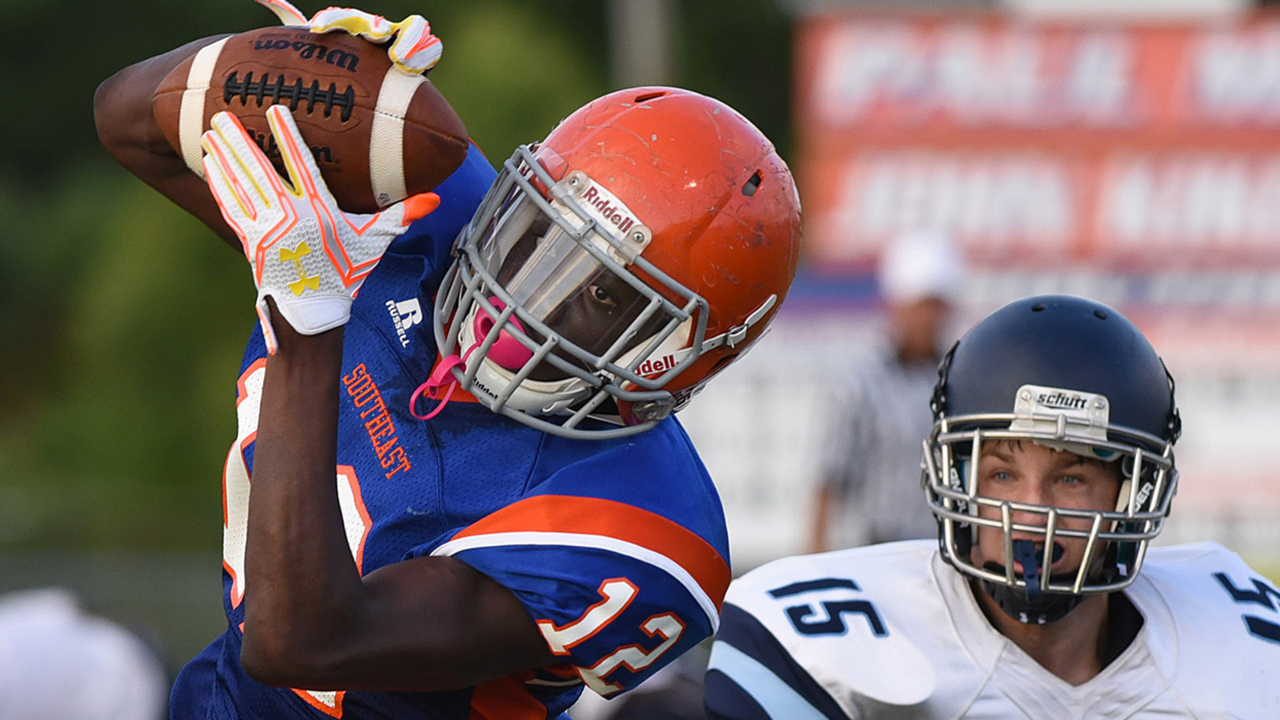 Rivalry renewed: Manatee-Southeast football game is back. And that's a great thing