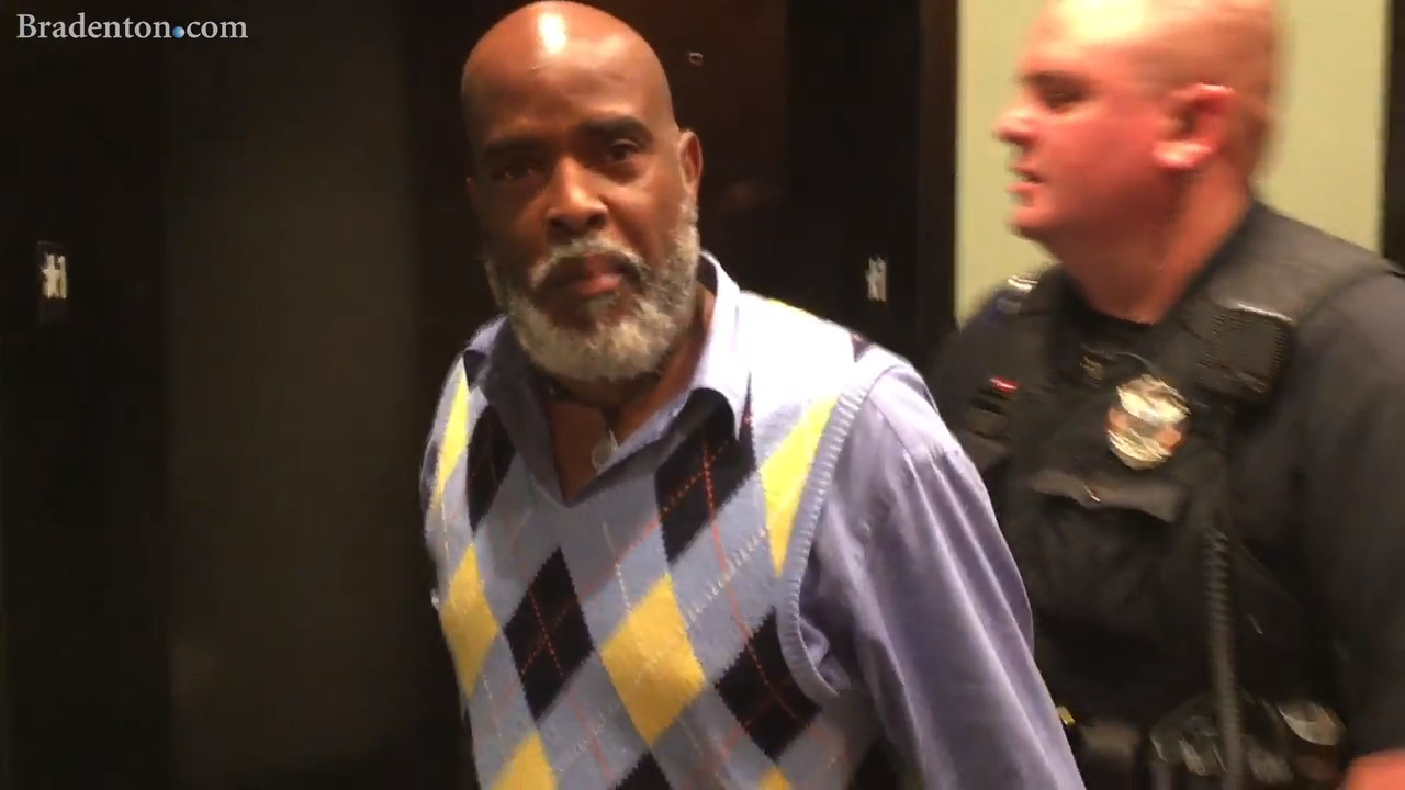 Activist Rodney Jones refuses to be quiet at Manatee school board meeting. He is arrested