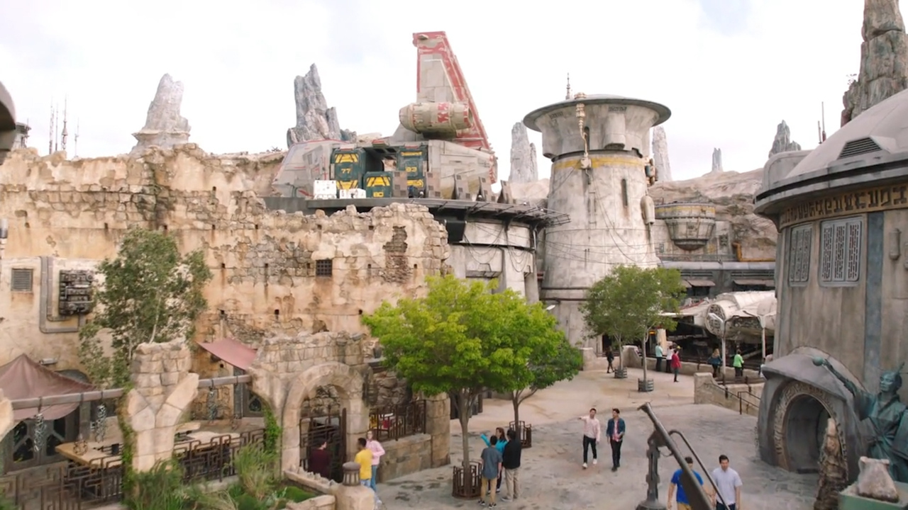 10 things to know about Galaxy's Edge: blue milk, Fried Endorian Tip-Yip and Batuuese