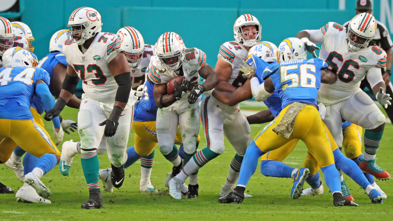 Salvon Ahmed sparks Dolphins' run game in first career start | Miami Herald