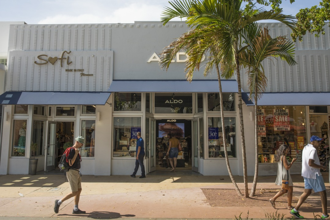 What did Lincoln Road look like before cafes and chains? Let's enter the time capsule