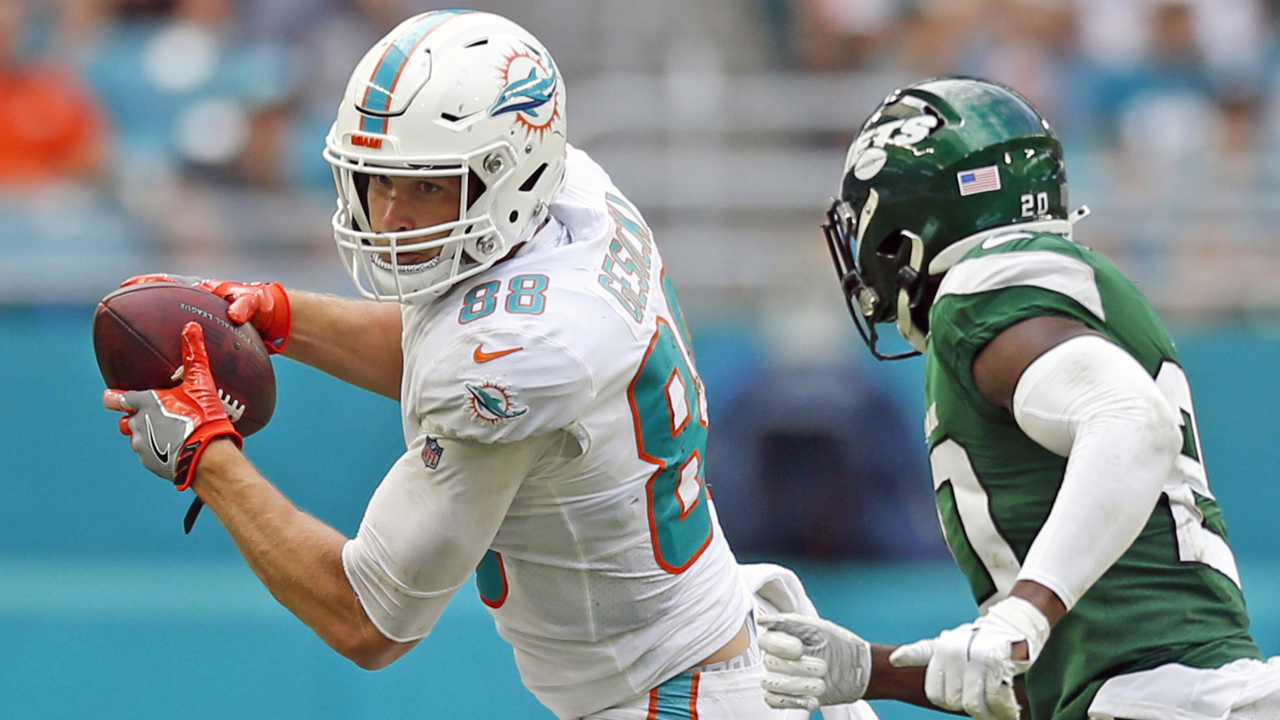 Did you know Dolphins tight end Mike Gesicki was a hooper? His tape, stats don't lie.
