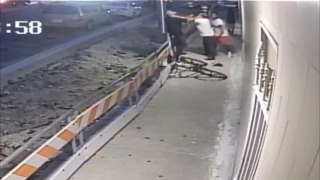 Miami police search for suspect who knocked out man, stole his wallet