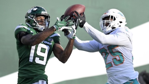 Dolphins Howard is leading NFL with seven interceptions