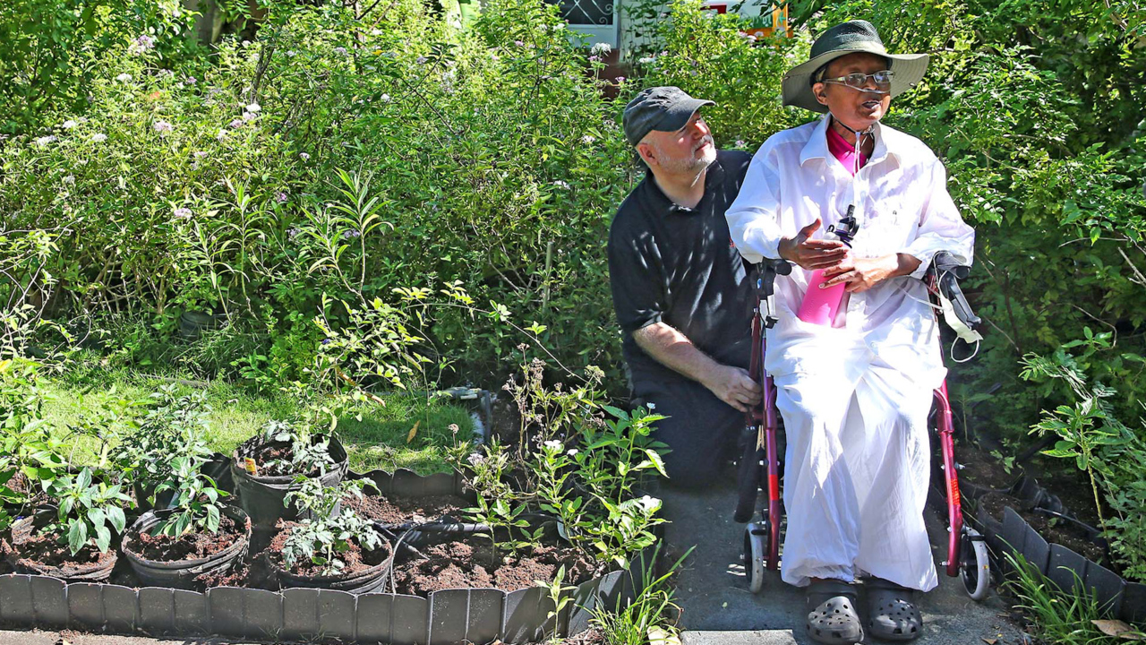 A green thumb who fought City Hall to keep her vegetable garden has died at 63
