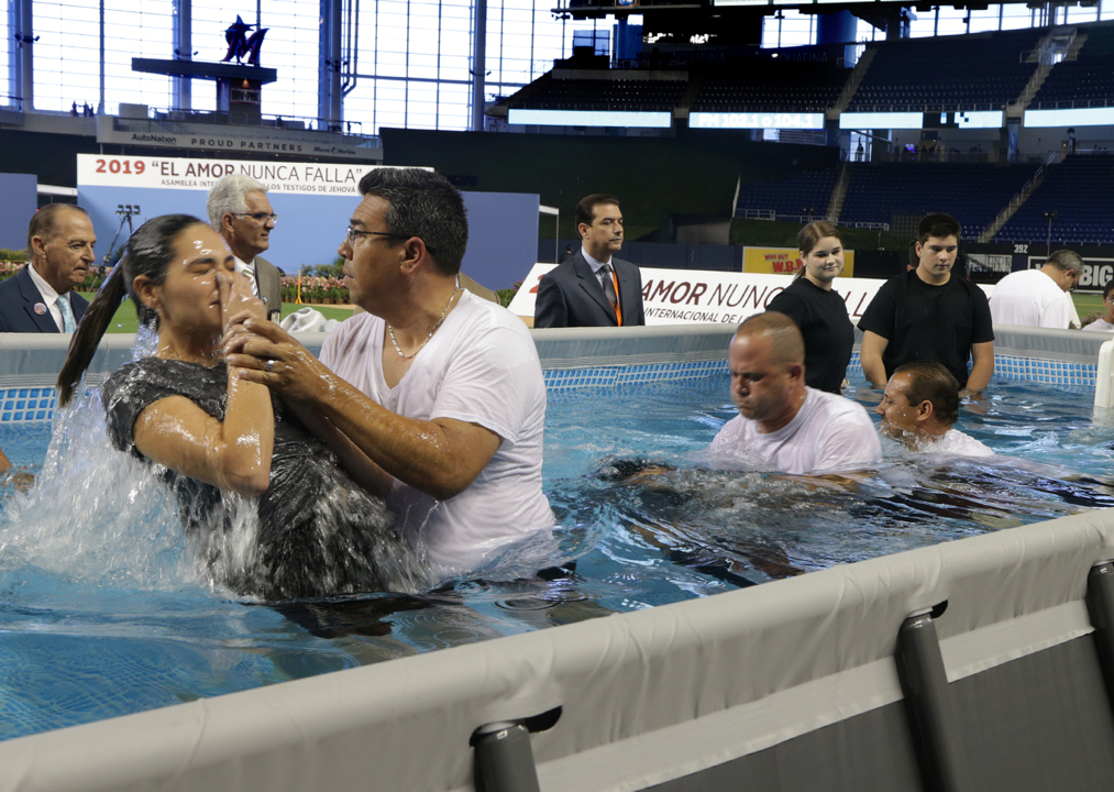 Marlins Park will be packed — with Jehovah's Witnesses, not baseball fans