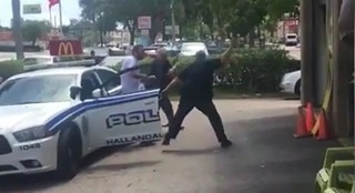 Video shows Florida police officers beating suspect with batons