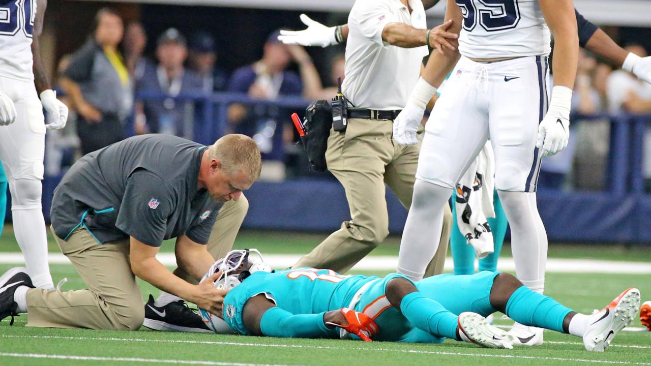 Allen Hurns suffers another frightening injury in his return to AT&T Stadium