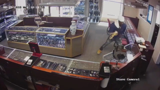 Thief makes off with handful of gold chains