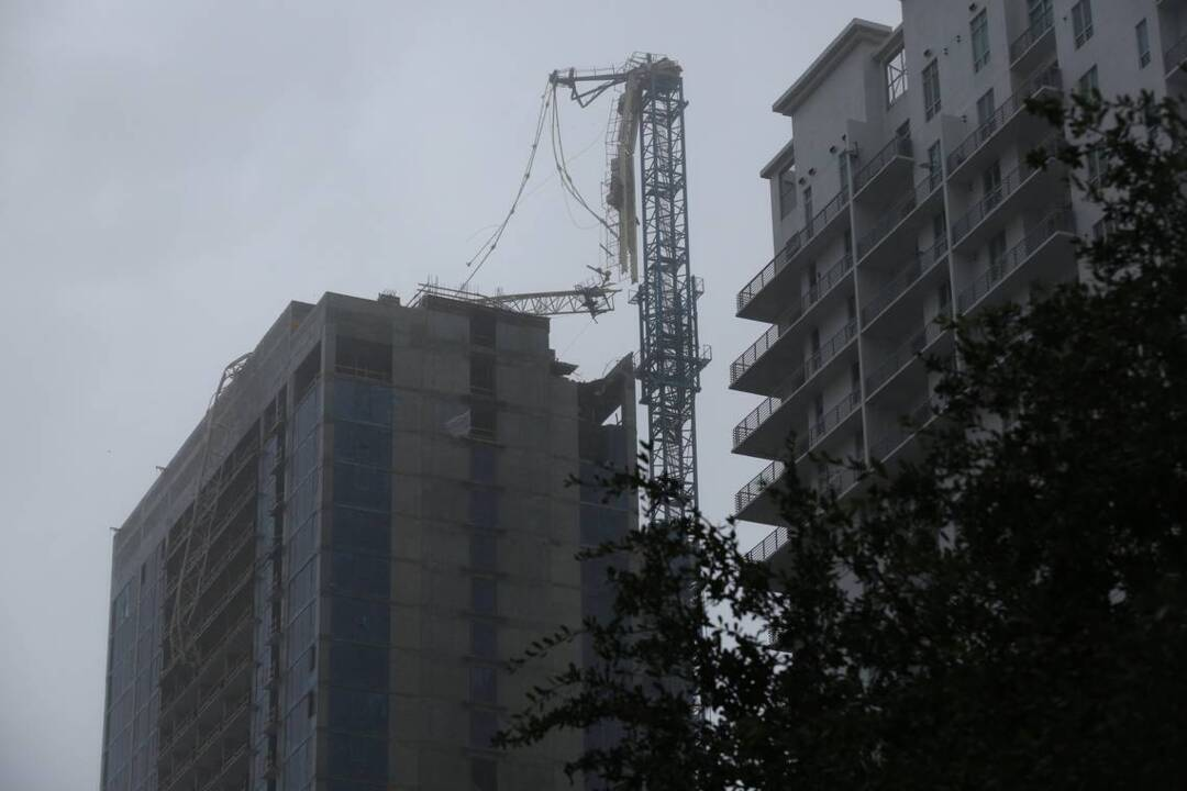 Collapse Of Florida Condo Boom >> Hurricane Irma Three Cranes Collapse In South Florida Miami Herald
