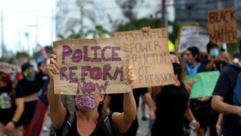 Miami-Dade's state attorney pushes bill to require police de-escalation, bias training