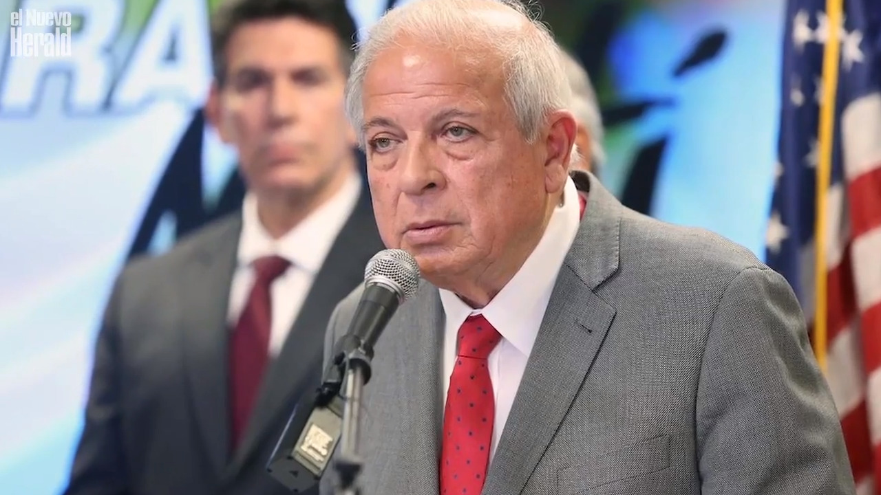 Former Miami mayor Tomás Regalado resigns as head of Radio and TV Martí