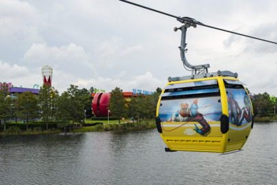 It carries cartoon characters, princesses and theme park guests: Disney Skyliner