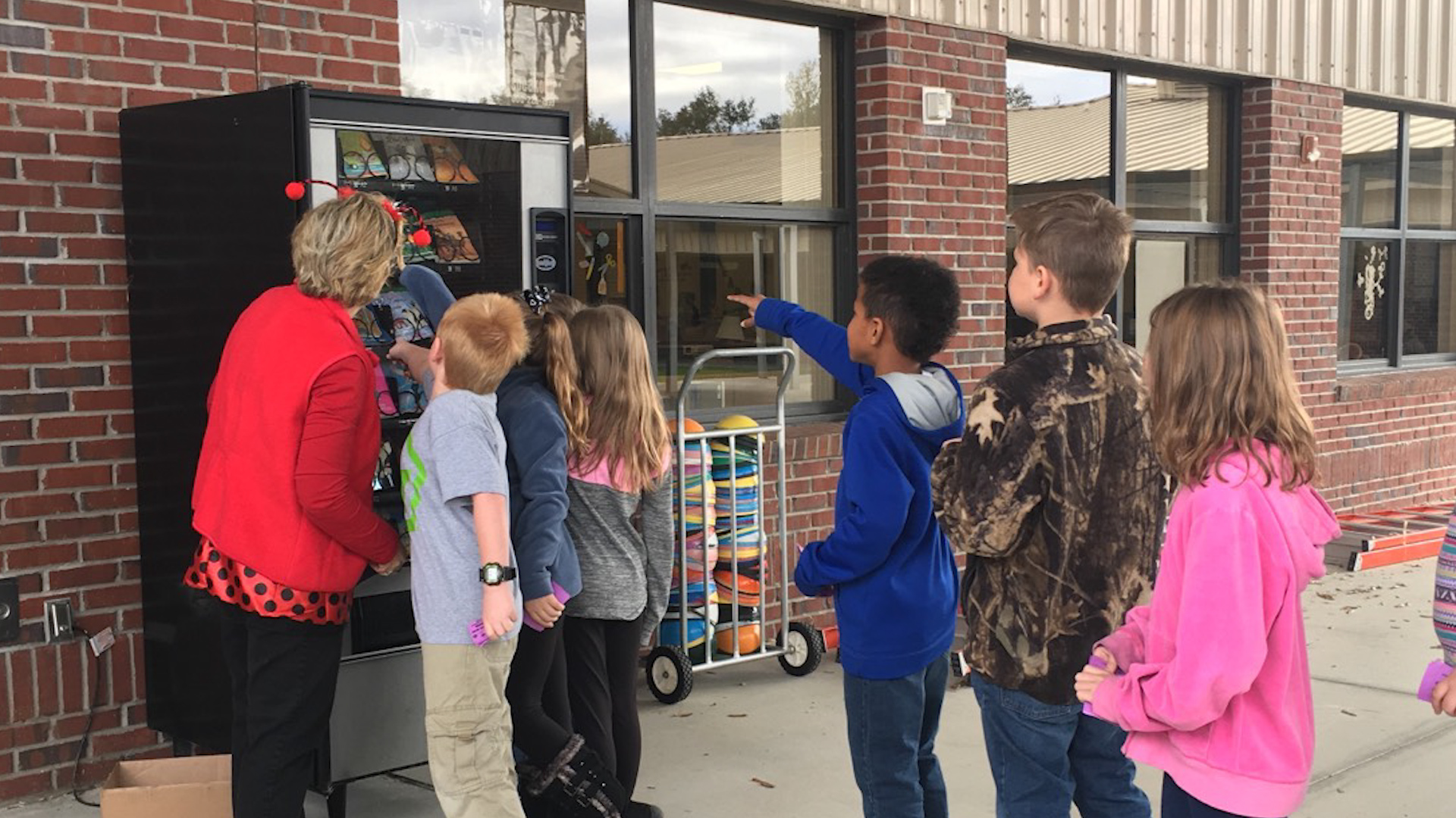 Elementary School Replaces Vending Machine Snacks With Books