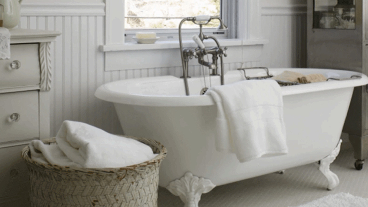 Country Bathroom Decor: Country-Cottage Bathroom Ideas