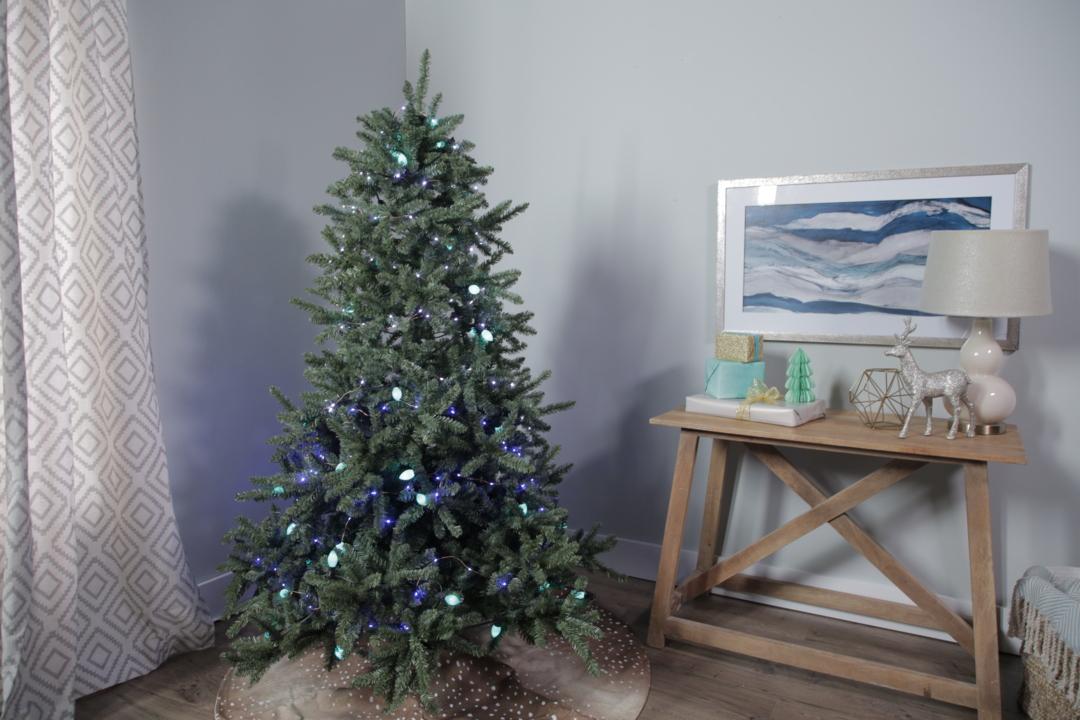 3a8fb9e7d47a How to Put Lights on a Christmas Tree