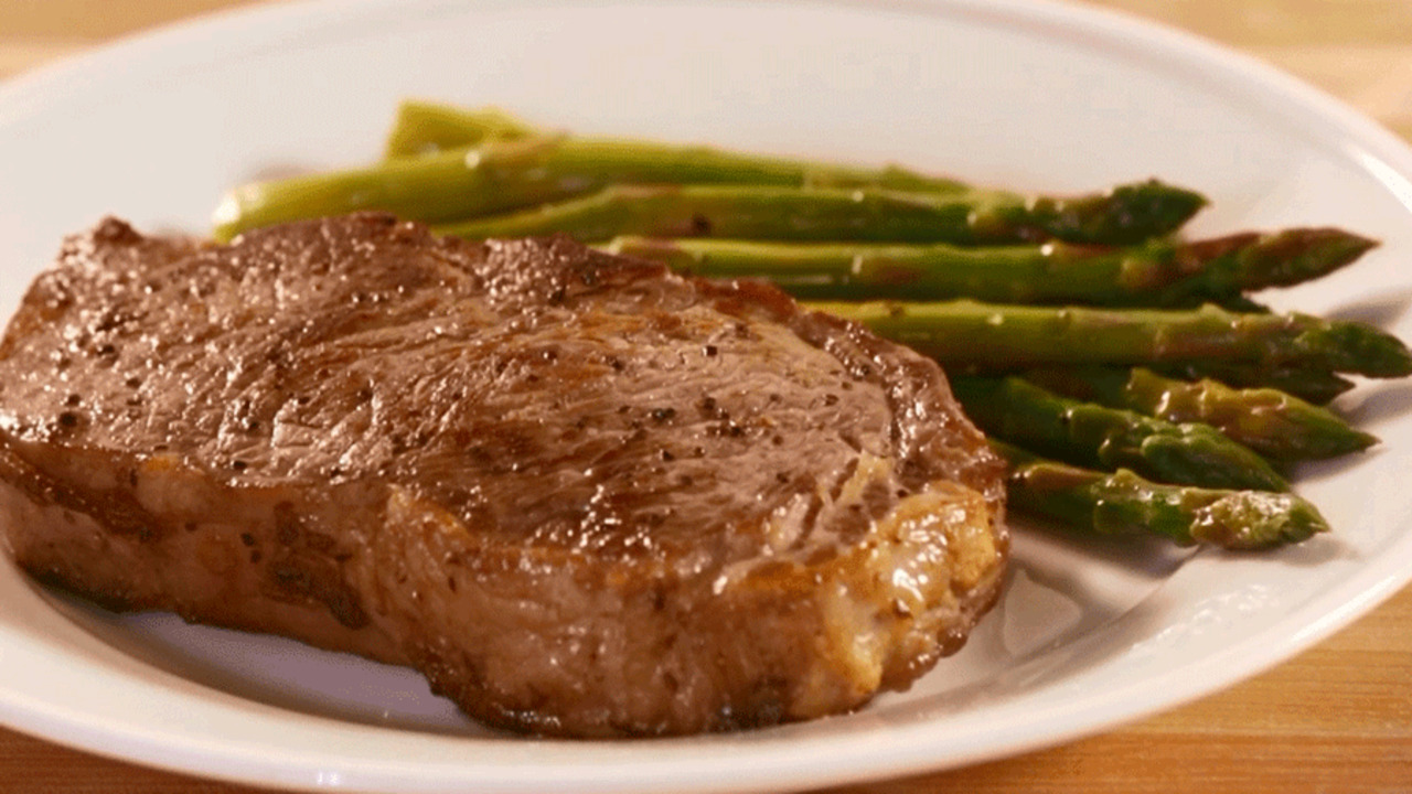 Video: How to Cook a Steak