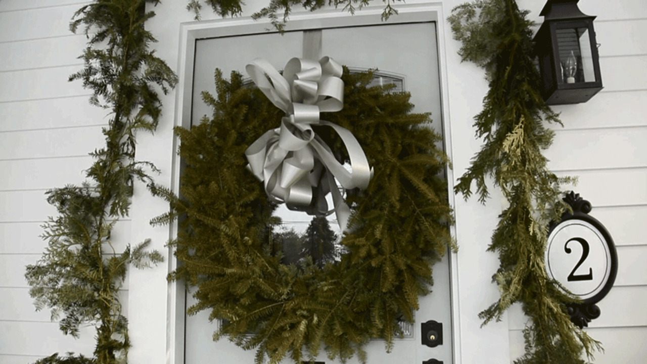 How to Hang a Wreath (No-Damage Solutions!)