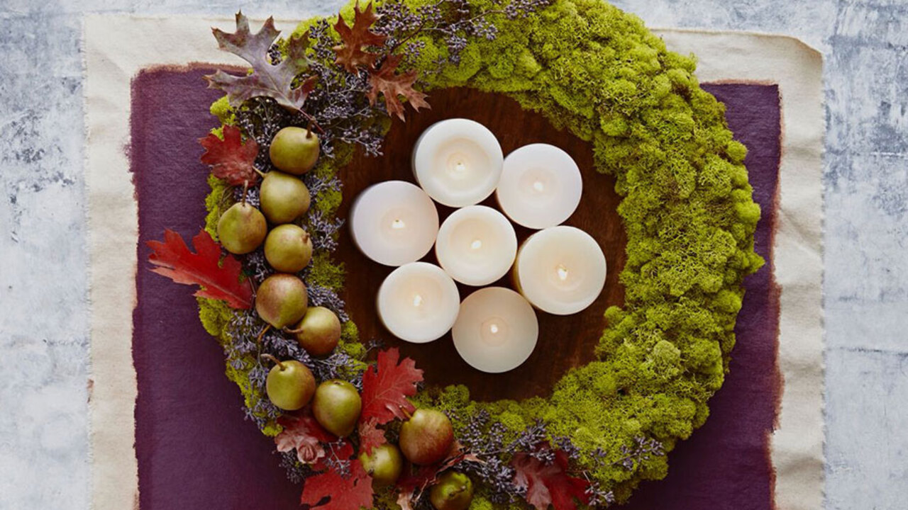 How to Make a Moss Wreath that Lasts All Season