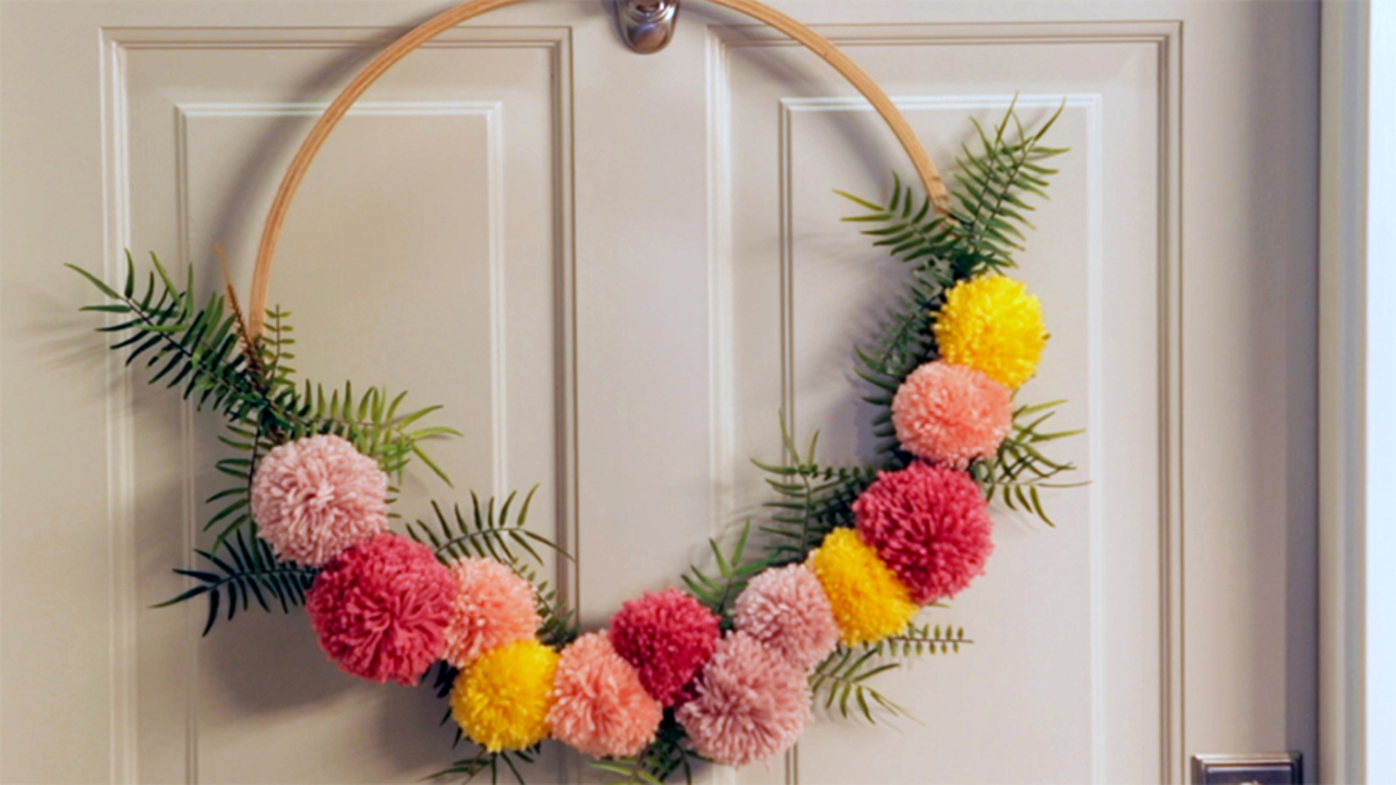 Easy Pom-Pom Wreath