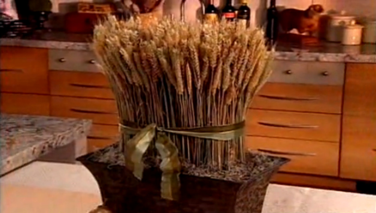 Video: How to Make a Wheat Centerpiece