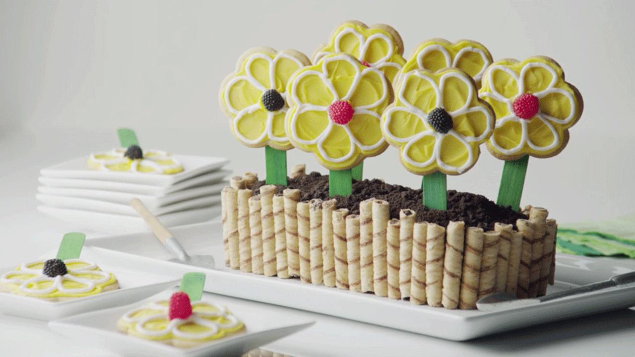 Baby Shower Desserts: Flower Box Cake