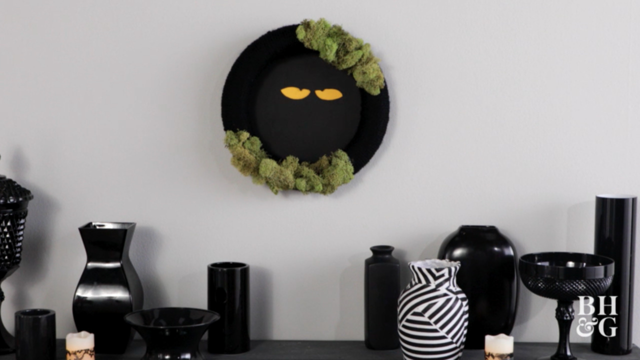 DIY Spooky-Eyes Wreath