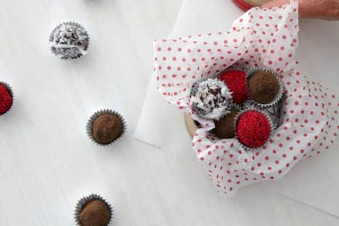 Video: How to Make Holiday Truffles