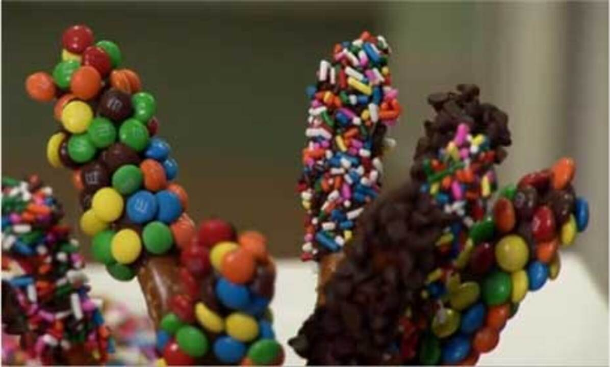 How to Make Chocolate-Covered Pretzels