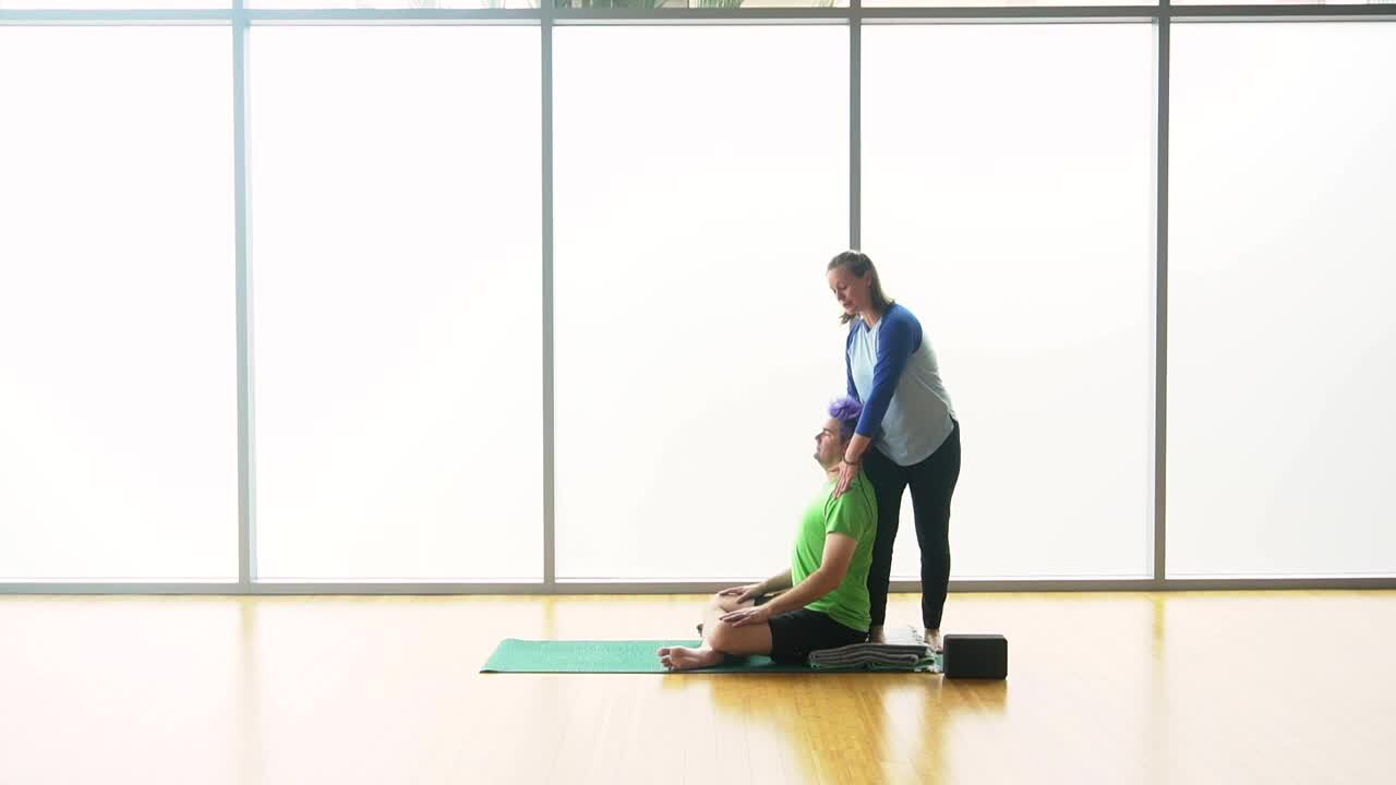 Hands-on Adjustments - Seated Twists