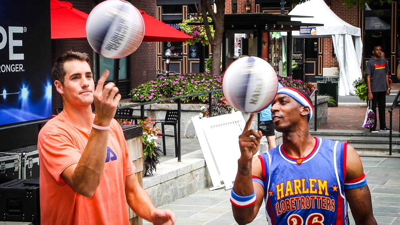 Isner Aprende Los Trucos De Los Harlem Globetrotters En Atlanta