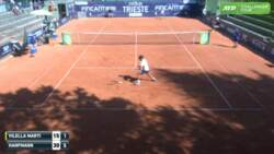 Hot Shot: Vilella Martinez Drops Racquet & Wins Point