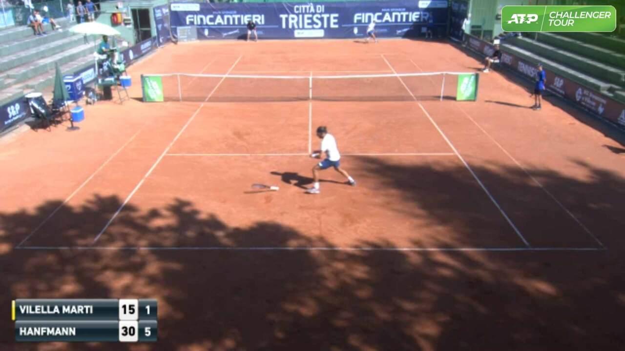 Hot Shot: Vilella Martinez Drops Racquet & Wins Point