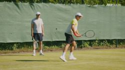 Federer's First Halle Practice: Was That a Two-Handed Backhand?!