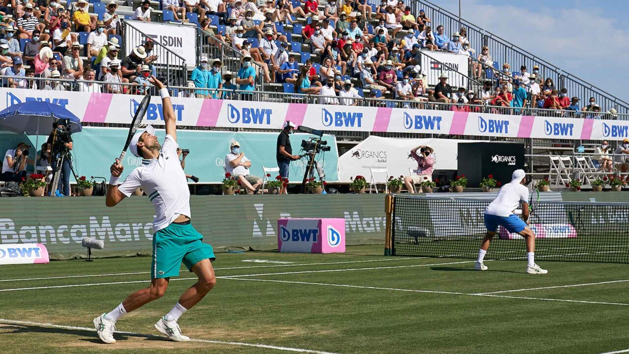 Hot Shot: You Know It's Great When Even Djokovic's Opponents Applaud