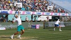 Hot Shot: Djokovic Sorprende Con Su Mano Y Hasta Su Oponente Aplaude