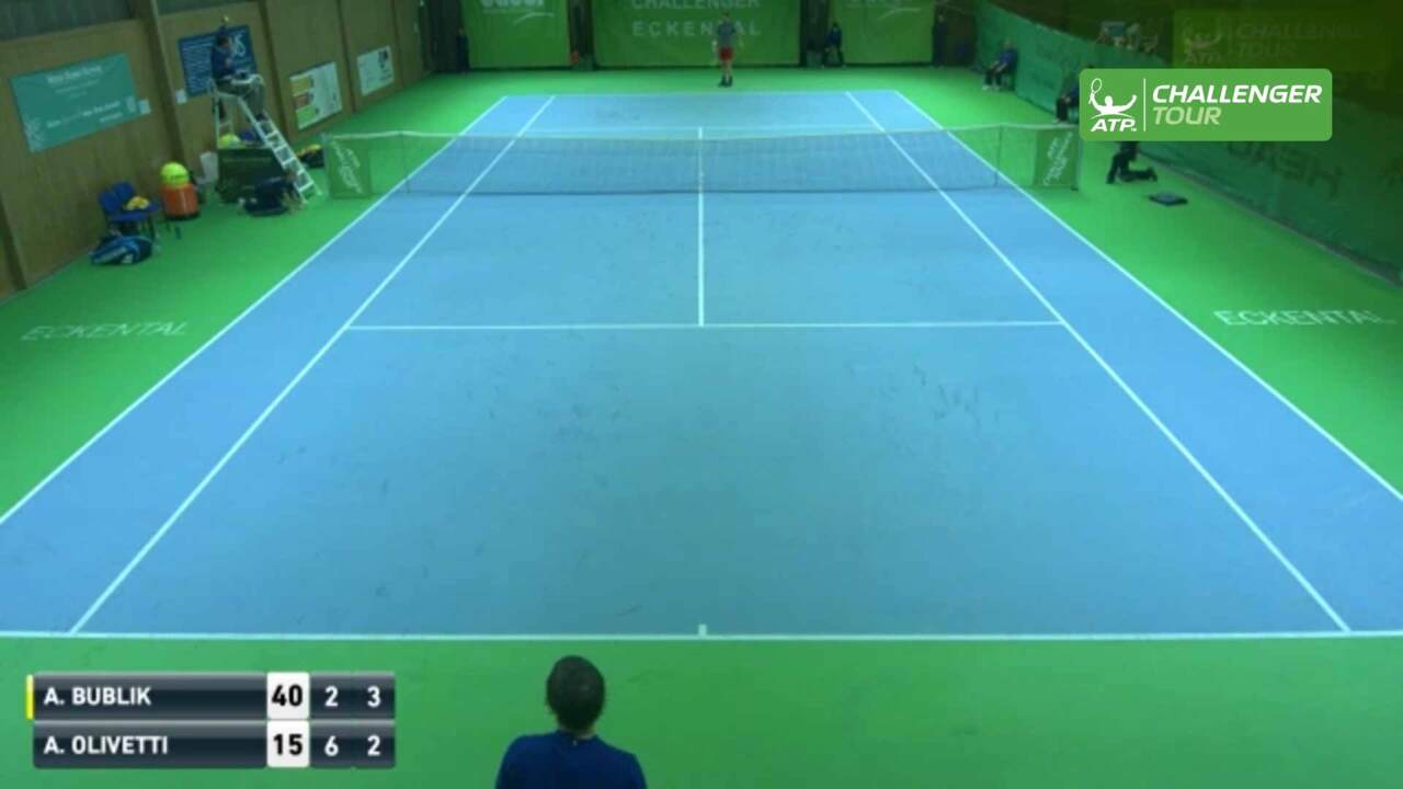 umpire-catches-rocket-forehand-at-eckental-challenger