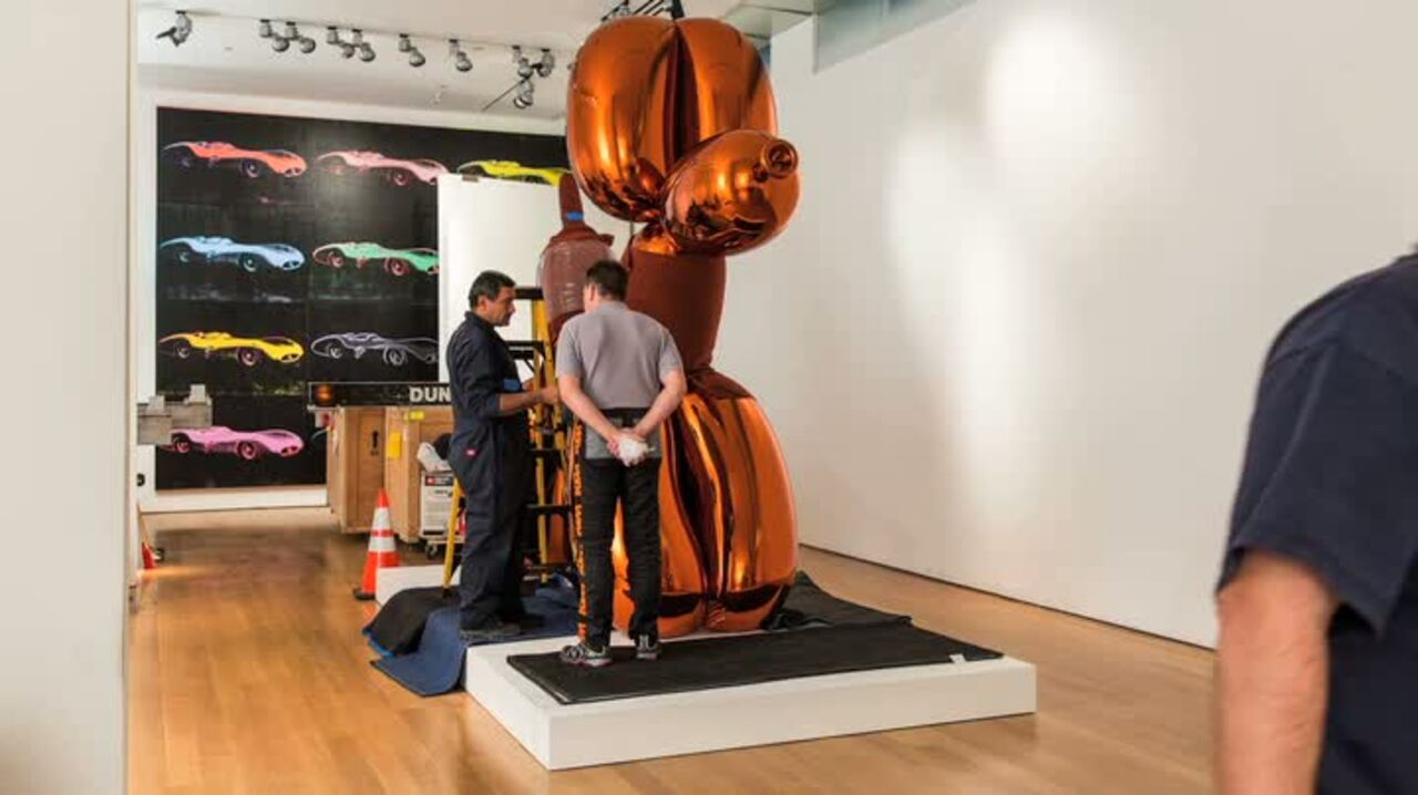 Jeff Koons' Balloon Dog (Orang