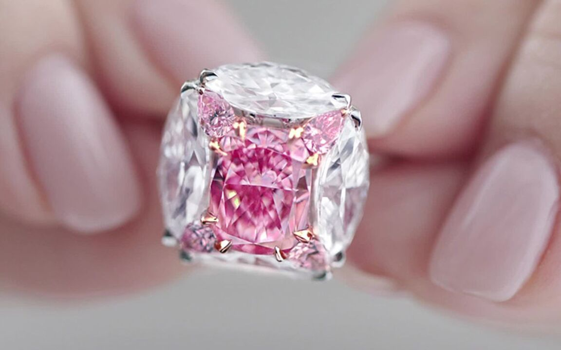 Superb coloured diamond and diamond ring, Moussaieff. Sold for HK$58,825,000 on 28 May 2019 at Christie's in Hong Kong