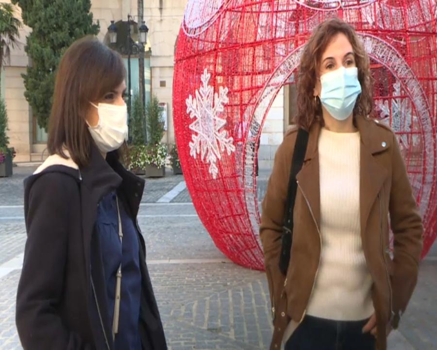 Rebeca Ivars i Esther Alonso treballen en cures intensives de l'hospital comarcal de Gandia