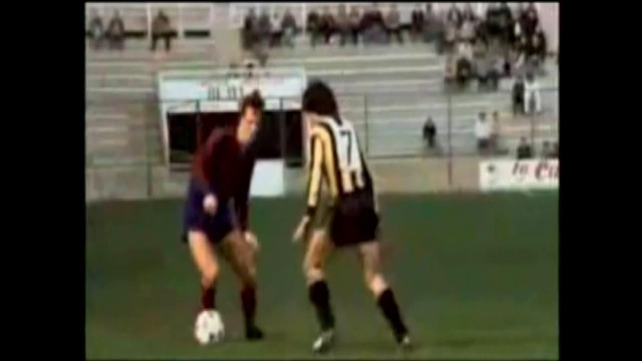 Johan Cruyff, en un partit amb la samarreta del Llevant