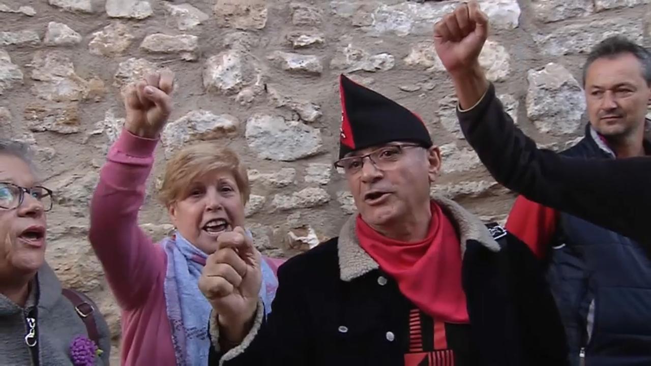 Actors i extres de tota la comarca que van participar-hi van homenatjar el director