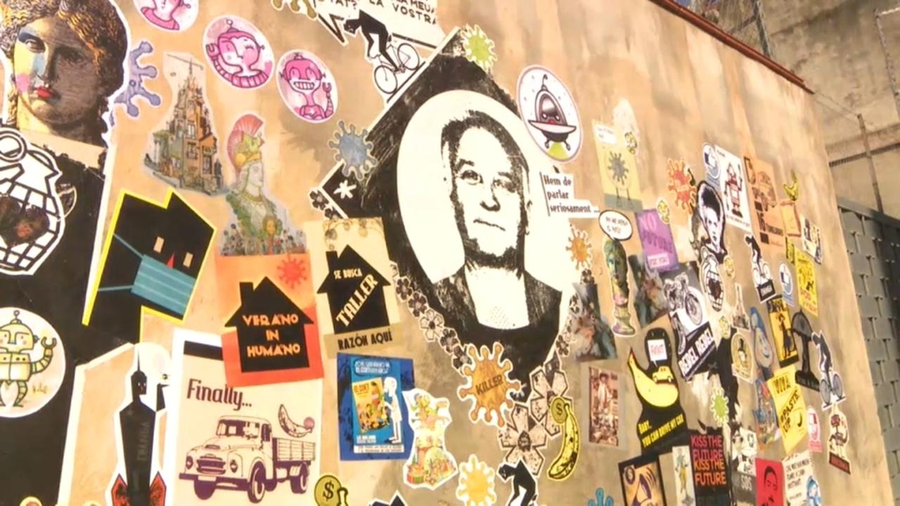 El mural qüestiona el futur de la professió i el tancament de tallers fallers