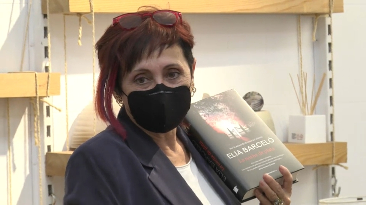 Barceló presenta 'La noche de plata', a la llibreria 80 Mundos d'Alacant